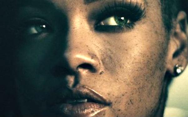 music video: rihanna -... Rihanna Diamonds